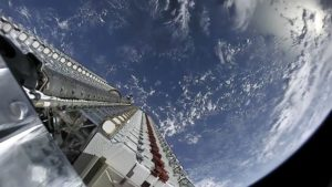 Space.com: US military may start moving towards launching fleets of tiny satellites with discussion on LEO-based architecture